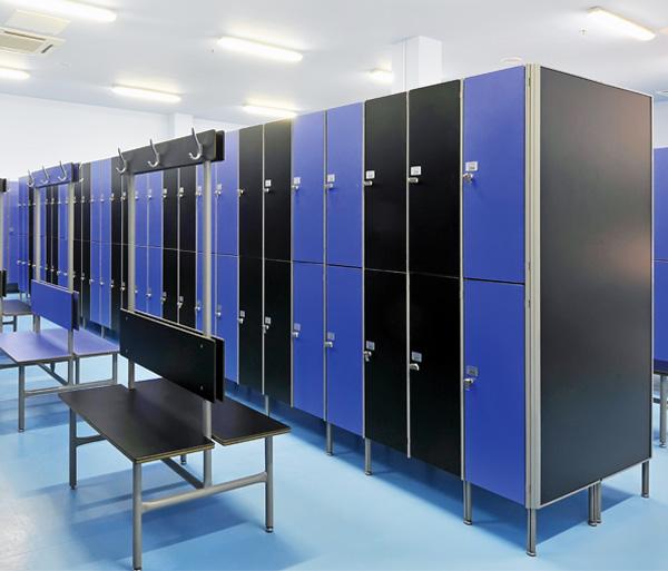 Шкафы и спортивные покрытия: Шкаф для раздевалки из HPL пластика на 2 ячейки